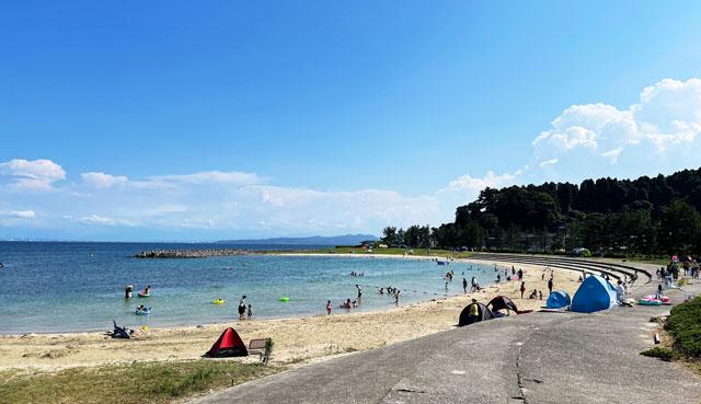 富山県氷見市の小境CCZ海水浴場の砂浜ビーチ