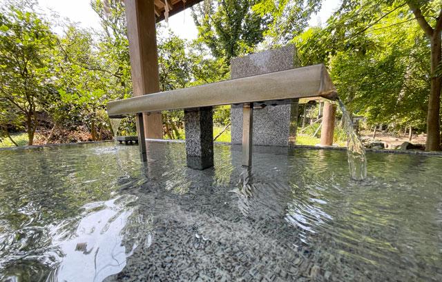 富山県射水市の櫛田神社の手水(ちょうず)のアップ