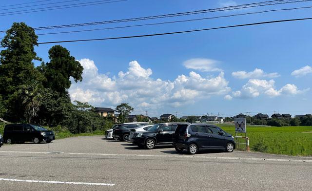 富山県射水市の櫛田神社の駐車場1