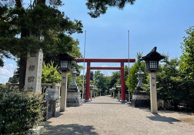 富山県射水市の櫛田神社の鳥居
