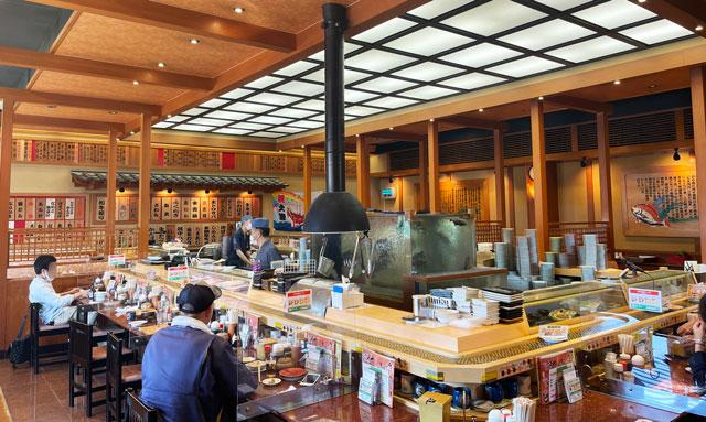 富山県の回転寿司「祭ばやし」の店内の様子
