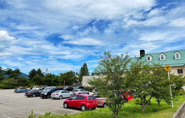 富山県南砺市桜ヶ池クアガーデンのひまわり畑の最寄り駐車場1