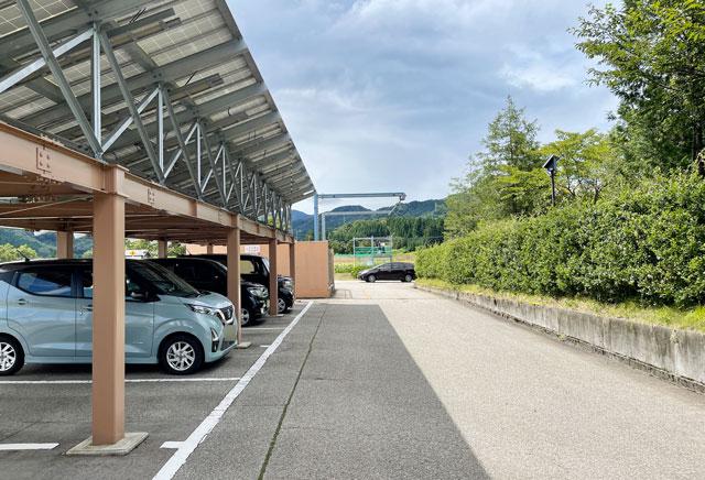 富山県南砺市桜ヶ池クアガーデンのひまわり畑の最寄り駐車場2