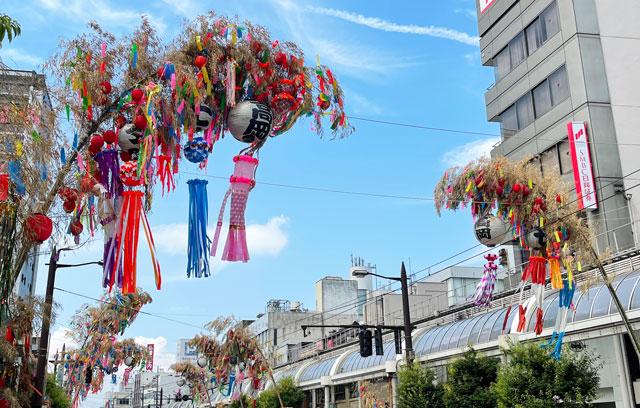 高岡七夕祭り、高岡駅前大通りの七夕飾りのアップ