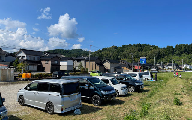 富山県氷見市の宇波海水浴場の駐車場