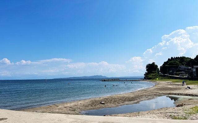 富山県氷見市の宇波海水浴場の砂浜ビーチ