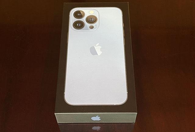 iPhone13proのパッケージ
