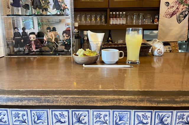 富山県砺波市のイタリアンレストラン「ラ・プリマヴェーラ」の装飾されたカウンター
