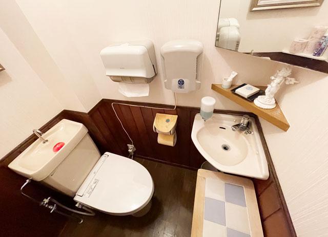 富山県砺波市のイタリアンレストラン「ラ・プリマヴェーラ」のトイレ