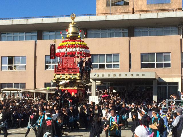 「人生の約束」ロケ地、舞台となった新湊曳山祭の表敬巡行