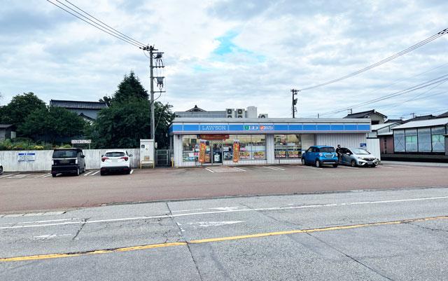 富山市呉羽北代のたこ焼き竜清丸の店舗前のローソン